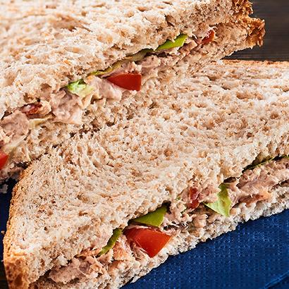 Sandwich club thon crudités