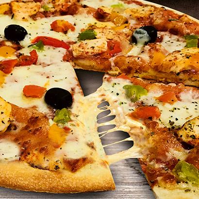 Pizza familiale poulet crudité