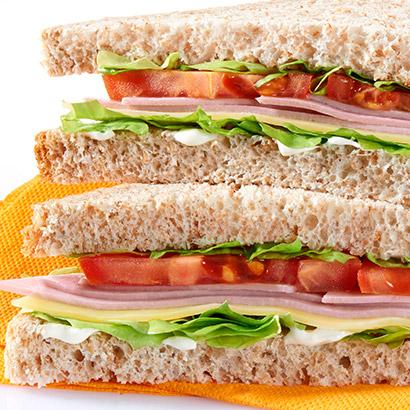 Sandwich club jambon emmental crudités